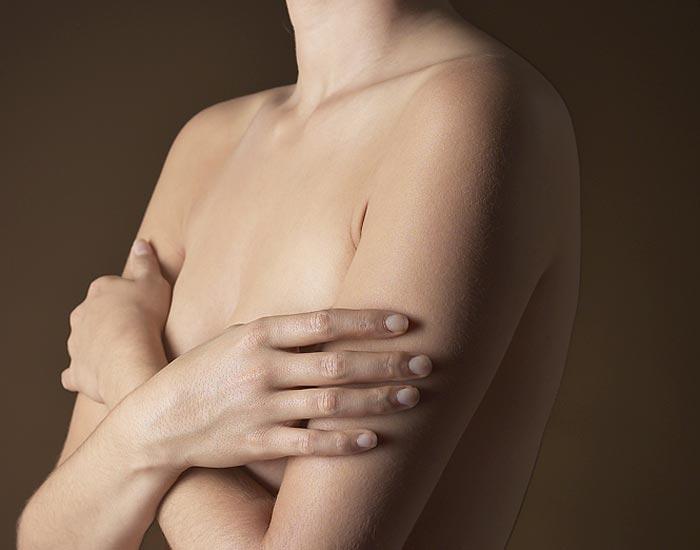 El complejo el ejercicio por el aumento del pecho
