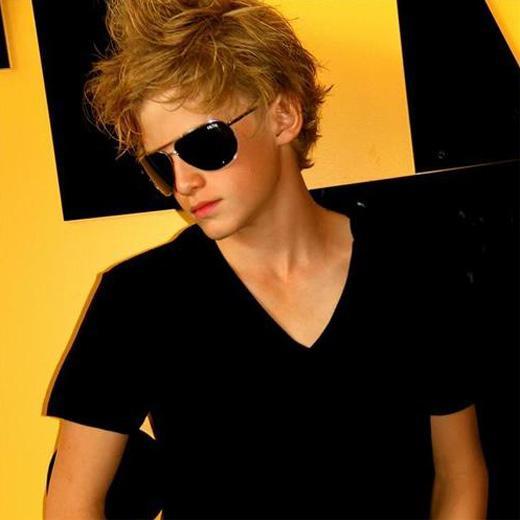 Cody simpson el nuevo justin bieber for Justin bieber caracteristicas